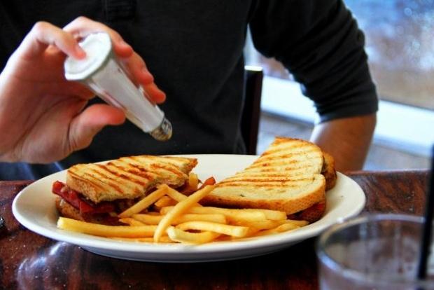 Tác hại của việc ăn quá mặn